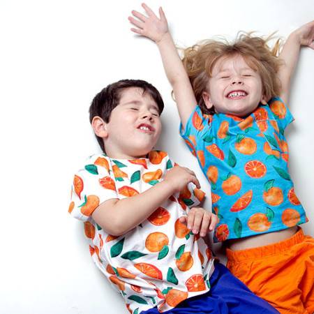 Novas marcas fazem roupas infantis sem distinção entre meninos e meninas