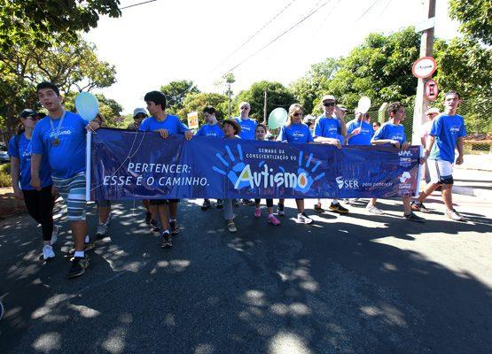 Abril Azul: Pais se mobilizam e criam iniciativas dedicadas ao autismo