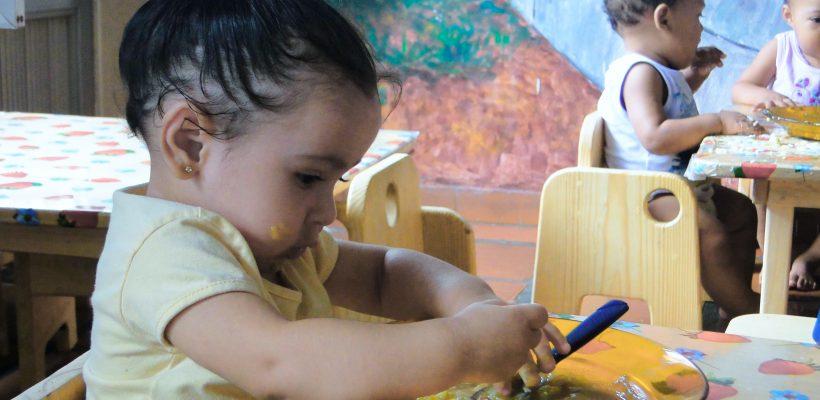 Hora da refeição: móveis adequados promovem desenvolvimento e autonomia para crianças