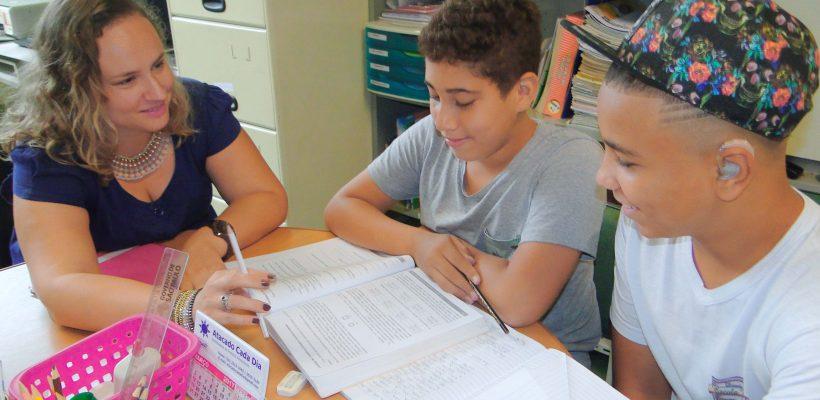 Recursos Multifuncionais auxiliam alunos com deficiência
