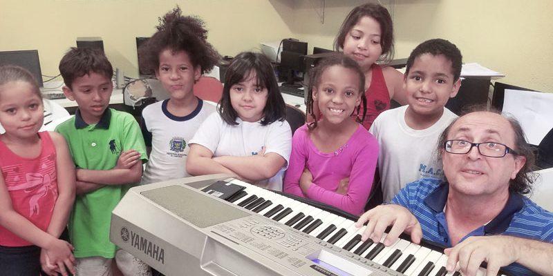 Coral estimula concentração e autoestima de crianças e adolescentes da Pró Menor