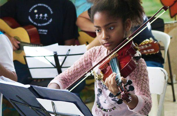 Arte e esporte fortalecem vínculos e abrem possibilidades para crianças e jovens