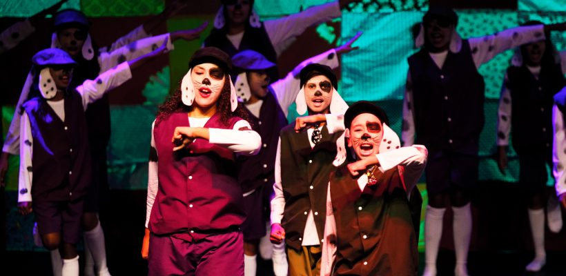 Os Saltimbancos emociona plateia com espetáculo inclusivo